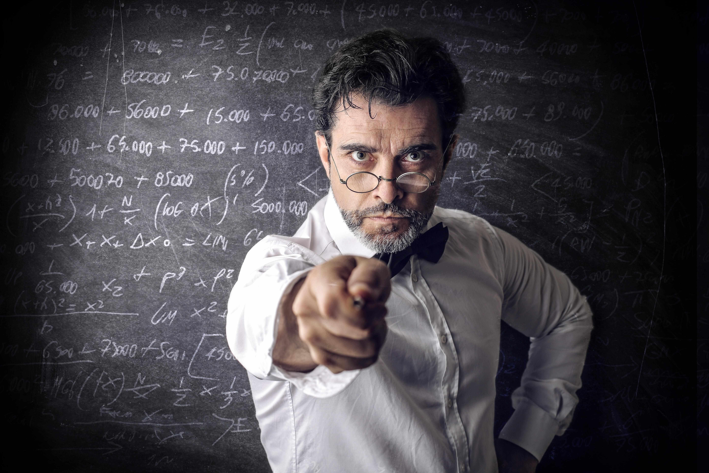 Злой преподаватель не принимает работу